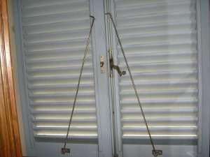 Aste fermapersiane - Bloccare apertura finestre chrome ...