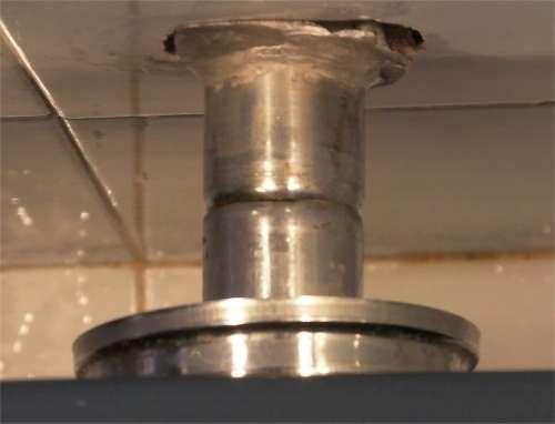 Riparare una perdita d 39 acqua del wc - Come trovare perdita acqua da un tubo interrato ...